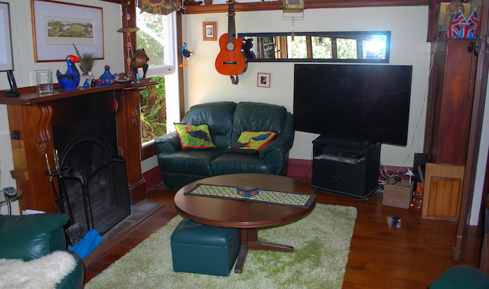 The lounge at Pukeko Cottage Backpackers